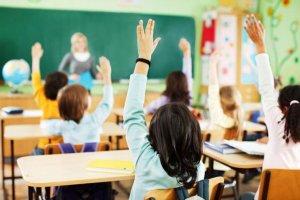 Pisos en Pedralbes imagen de niños en clase