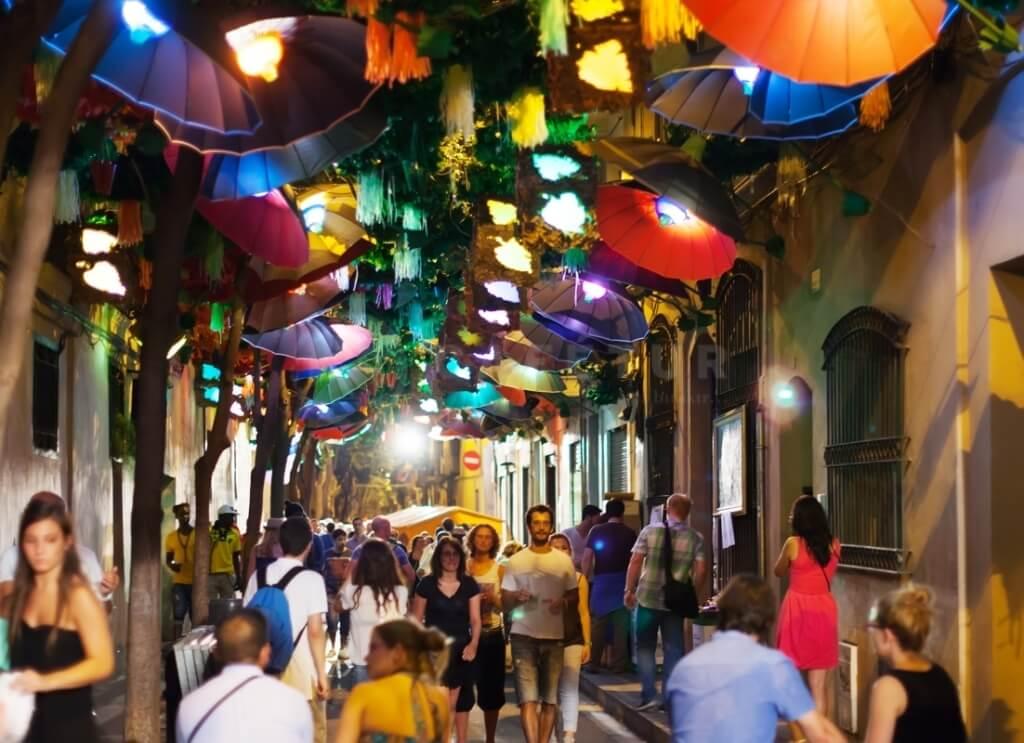 Фиэста в Грасия. Жизнь, образ жизни и недвижимость в Барселоне