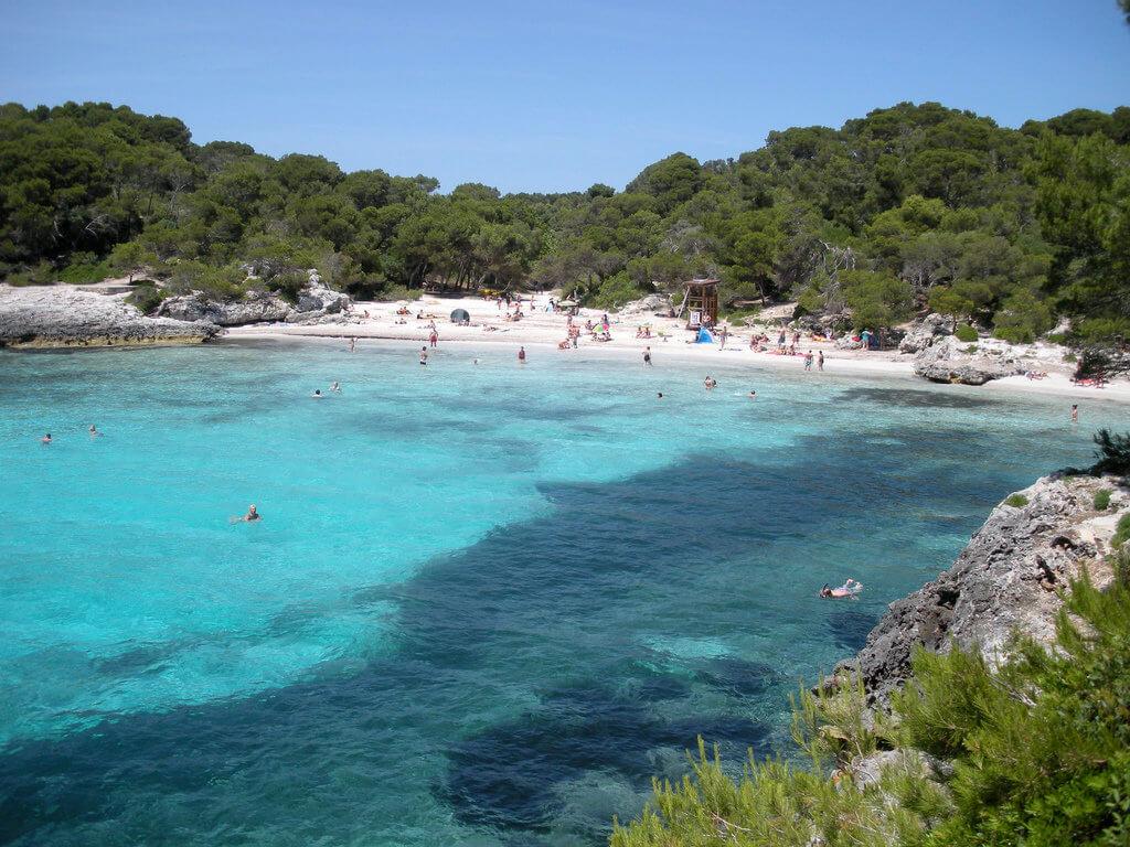 Лучшие пляжи Менорки. Балеарские отстрова. Купить недвижимость в Испании у моря.