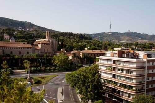 Дома в Педральбес и монастырь Санта Мария. Купить недвижимость в Барселоне