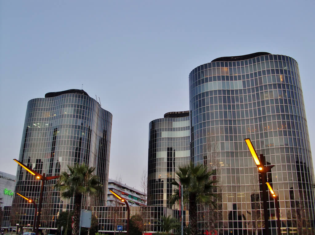Здание в Les Corts, Современный район, купить недвижимость в Барселоне